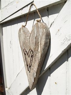 http://www.acountryroom.co.uk/images/wooden_heart_wire.jpg