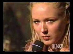 there is nothing more beautiful in a song then a real broken heart!! Jewel looks like she wants to kill!!