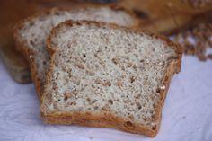 - Helkornbrød med helsprø skorpe - Wholegrain Spelt Bread with crisp crust, baked from cold oven