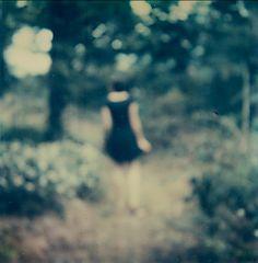 Anna Morosini (p. 623) comprender la contradicción que hay en buscar en la realidad los cuadros de la memoria, porque siempre les faltaría ese encanto que tiene el recuerdo y todo lo que no se percibe por los sentidos. La realidad que yo conocí ya no existía. PROUST, Marcel, Por el camino de Swann