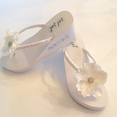 2e2b0407214f0e BRIDAL Flip Flops Wedges.3 Ferse. Hochzeit Flip von RocktheFlops  Strandhochzeit Schuhe