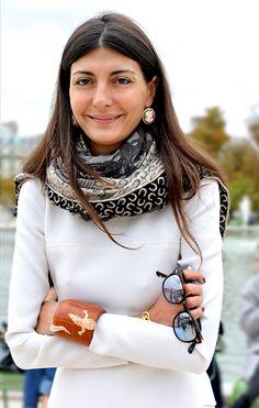 Giovanna Battaglia always looks great in a scarf! Estilo Fashion, Look Fashion, Womens Fashion, Nail Fashion, Milan Fashion, Giovanna Battaglia, Fashion Editor, Fashion Models, Casual Chique