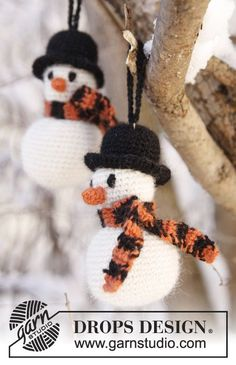 "Frosty the snowman / DROPS Extra - free crochet patterns by DROPS design - Frosty The Snowman – DROPS Christmas – Crochet DROPS snowman in ""Alpaca"". Crochet Snowman, Crochet Christmas Ornaments, Christmas Knitting, Christmas Baubles, Christmas Snowman, Christmas Crafts, Christmas Decorations, Crochet Winter, Holiday Crochet"