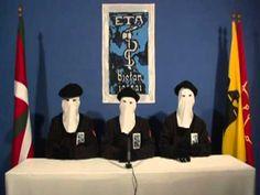 En 2010, ETA anunció una vez más que no habría más atentados terroristas. Estos representantes de la organización llevan máscaras y hablan del anuncio.