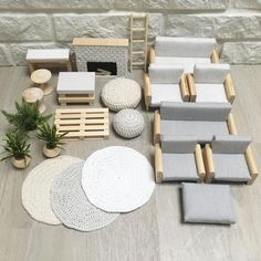Beautiful and modern dollhouse furniture and decoration). For the modern doll& house… - - Beautiful and modern dollhouse furniture and decoration]. For the modern dollhouse - Modern Dollhouse Furniture, Diy Barbie Furniture, Furniture Ideas, Modern Furniture, Rustic Furniture, System Furniture, Furniture Online, Diy Dolls House Furniture, Discount Furniture