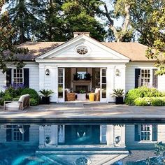 Guest house and pool Architectural Digest, Outdoor Rooms, Outdoor Living, Indoor Outdoor, Casas California, California Usa, Pool House Designs, Design Jardin, House Goals