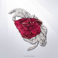 In the former collection of HRH Princess Faiza of Egypt, this Mystery Set™ Peony clip, composed of 700 square Burmese rubies, 6 oval facetted rubies, 43 baguette and 196 round diamonds, is one of the highlights of Van Cleef & Arpels' 1930's artistry. Visit the exhibition at the Van Cleef & Arpels Stoleshnikov boutique in Moscow until March 10 #HighJewelryTreasures