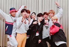 Bạn có nhận ra thói quen tạo dáng cực đáng yêu mỗi khi chụp hình cùng với các anh của Jungkook (BTS)? - TinNhac.com Seo, Artist, Dresses, Adidas Jacket, Windbreaker, Rain Jacket, Appreciation, Internet, Jackets