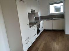 Ravensburg - Wohnungssuche - moderne 3 Zimmer Wohnung ab sofort zu vermieten.  Moderne 3 Zimmer Wohnung - 83 qm - mit Balkon - mit EBK - ab sofort in Ravensburg zu vermieten.  Kontakt und Informationen finden Sie unter: http://www.miettraum.com/86051778