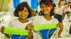 """Fue durante un viaje a Uganda cuando la colombiana Diana Sierra se dio cuenta de que el 40% de las niñas en África desertaban de la escuela por falta de acceso a productos menstruales. Así que decidió """"hackear"""" una toalla sanitaria, según le cuenta a BBC Mundo."""