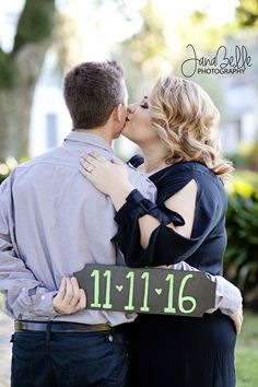 Engagement photography session ideas. save the date ideas