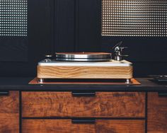 An entirely new kind of Detroit sound, from the collaboration of Shinola and VPI Industries.