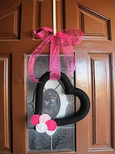 Valentine's Day wreath I made last year, I LOVE it! Valentine Day Wreaths, Valentines Day, Valentine Ideas, Door Wreaths, Yarn Wreaths, Heart Day, Valentine's Day Diy, Diy Crafts, Crafty