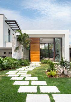 Navegue por fotos de Casas modernas: Fachada casa. Veja fotos com as melhores ideias e inspirações para criar uma casa perfeita.