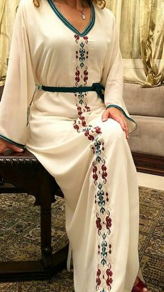 Modern Hijab Fashion, Abaya Fashion, Women's Fashion Dresses, Morrocan Dress, Moroccan Caftan, Iranian Women Fashion, African Fashion, Womens Fashion, Hijab Style Dress