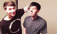 NEVER, EVER MAKE PEOPLE CHOOSE BETWEEN DAN OR PHIL. BAD QUESTION CHOICE RIFHT THERE.
