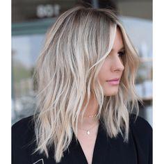 100 Popular Short Haircuts 2018 – 2019 - Love this Hair Blonde Hair With Highlights, Brown Blonde Hair, Blond Medium Length Hair, Blonde Layered Hair, Beach Blonde Hair, Beige Blonde, Medium Hair Cuts, Medium Hair Styles, Curly Hair Styles