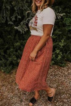 Rock plus size Leann Floral Midi Red Floral Midi Ski Outfits Plus Size, Curvy Girl Outfits, Plus Size Casual, Boho Outfits, Fall Outfits, Summer Outfits, Fashion Outfits, Plus Size Summer Outfit, Plus Size Summer Clothes