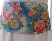 ceinture japonisante fleurie type obi bleue : Ceinture par kleine-mikala