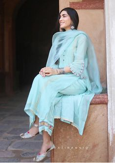 Dress Indian Style, Indian Dresses, Indian Outfits, Emo Outfits, Pakistani Fashion Casual, Pakistani Dress Design, Embroidery Suits Design, Embroidery Dress, Indian Party Wear