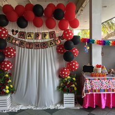 Looking for ideas for making a cool photo booth? Here are some handy DIY photo booth ideas that you can try out. Diy Photo Booth Backdrop, Booth Decor, Mickey Mouse Decorations, Flower Decorations, Outdoor Photo Booths, Mouse Photos, Photo Guest Book, Booth Ideas, Fun Diy
