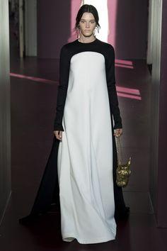 Runway / Valentino / Paris / Herbst 2017 HC / Kollektionen / Fashion Shows / Vogue Abaya Fashion, Muslim Fashion, Modest Fashion, Valentino Couture, Valentino Paris, Collection Couture, Fashion Show Collection, Style Couture, Haute Couture Fashion