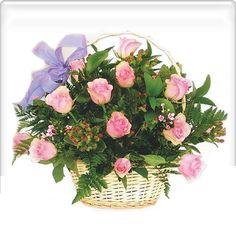 ARREGLO NATALIA (Código A003) Consta de rosas en tonos disponibles al momento de encargo y una canasta de base. Valor: $ 30.990
