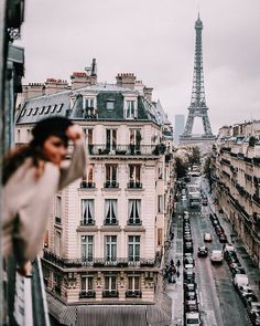 VISIT FOR MORE Street view of the Eiffel Tower in Paris! Paris is a bucket list city for me. Love this travel inspiration shot! Oh The Places You'll Go, Places To Travel, Travel Destinations, Places To Visit, Torre Eiffel Paris, Tour Eiffel, Paris Eiffel Tower, Photos Voyages, Paris Hotels