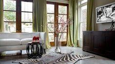 robert-brown-interior-design-living-rooms-white-sofa-green-silk-306921463df8.jpg 892×499 pixels