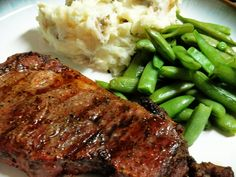 Today's special: ribeye steaks w/ mashed potatoes, fancy hot dogs, tuna cas Grilled Steak Recipes, Grilling Recipes, Steak And Mashed Potatoes, Tuna Casserole, Deli Food, Colombian Food, Make Ahead Meals, Green Beans, White Beans