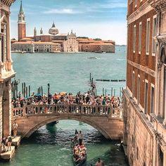 Sighs Bridge view ~ Venice, Italy Photo: @your.travel.box #venice #italy #travel #ItalyTravel