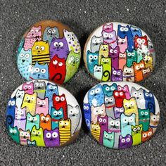 Approximate Size Range: to Inches Average Weight: oz. These are hand painted and signed artworks on naturally rounded river stones. The design features a group of comical cats and is titled Pebble Painting, Pebble Art, Stone Painting, Diy Painting, Rock Painting Patterns, Rock Painting Ideas Easy, Rock Painting Designs, Stone Crafts, Rock Crafts