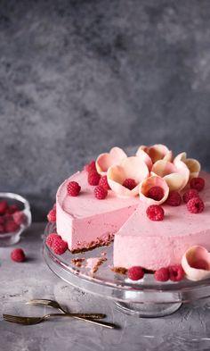 dessert, food, and raspberry mousse cake kép Gluten Free Baking, Vegan Baking, Cake Recipes, Dessert Recipes, Dessert Food, Delicious Desserts, Yummy Food, Sweet Pastries, Vegan Cake