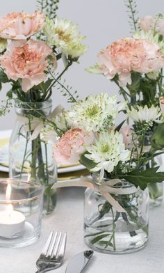 – Inspiration for elegant table setting DIY – Inspiration for elegant table setting with painted flowers Wedding Table Decorations, Wedding Centerpieces, Wedding Flower Arrangements, Wedding Flowers, Diy Place Cards, Cards Diy, Deco Champetre, Elegant Table Settings, Setting Table