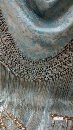 En tienda calle Sierpes Silk Shawl, Crochet, Tapestry, Boho, Handmade, Beautiful, Knit Sweaters, Tricot, Flamenco Dresses