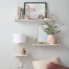 Classy Bedroom Wall Decor Ideas to Style Up Your Space - The Trending House My New Room, My Room, Floating Shelves Bedroom, Bedroom Wall Shelves, Floating Shelf Decor, White Floating Shelves, White Shelves, Decorating With Floating Shelves, Gold Shelves