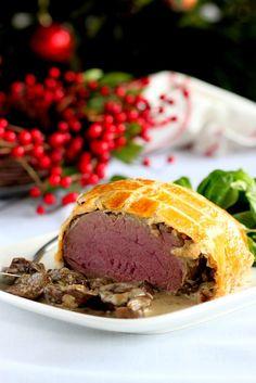 Polędwica w cieście francuskim czyli beef wellington.Jeśli zastanawiacie się co podać rodzinie na świąteczny obiad, to polędwica jest strzałem w 10.