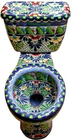 Green leafs and blue flowers dominate this Mexican Toilet design. Top edge of its bowl has a blue finishing in Guanajuato talavera style.