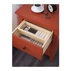 IKEA - HEMNES, Kommode mit 2 Schubladen, weiß gebeizt, , Aus Massivholz, einem strapazierfähigen, lebendigen Naturmaterial.Mit zusätzlicher Innenschublade, praktisch für kleine Dinge wie Schmuck usw.Leichtgängige Schubladen mit Ausziehsperre.Kann auch als Ablagetisch verwendet werden.