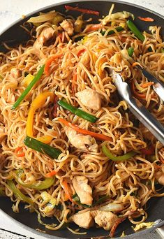 Make this Chinese takeout menu dish- Chinese Chow Mein at home,under 30 mins! This chow mein noodle recipe is better than chinese takeout dish Chicken Chow Mein Noodles Recipe, Chow Mein Sauce Recipe, Chow Mein Noodle Recipe, Easy Chow Mein Recipe, Crispy Chow Mein Noodles, Veggie Fries, Veggie Stir Fry, Indian Food Recipes, Asian Recipes