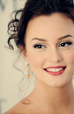 gorgeous makeup for a formal event. SHES BEAUTIFUL. i wish i looked like leighton meester