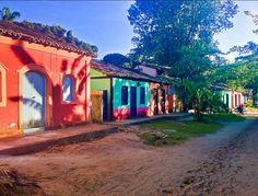 Caraiva e suas charmosas casinhas coloridas.