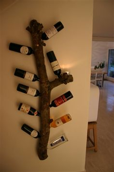 Could be nice with the right piece of wood :) Woodworking Projects, Diy Projects, Appartement Design, Wine Display, Branch Decor, Cabins And Cottages, Ceiling Design, Wine Rack, Home Accessories