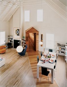 Blue in the FacadeCanada's Magdalen Islands offer a seaside retreat to landlocked Quebecers, two of whom have turned the local vernacular on its oreille with a winsome vacation home.