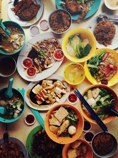 Various Singaporean foods - Visit http://asiaexpatguides.com and make the most of your experience in Asia! Like our FB page https://www.facebook.com/pages/Asia-Expat-Guides/162063957304747 and Follow our Twitter https://twitter.com/AsiaExpatGuides for more #ExpatTips and inspiration!
