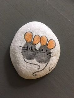 Painted Rock Ideas - Do you need rock painting ideas for spreading rocks around your neighborhood or the Kindness Rocks Project? Here's some inspiration with my best tips! art easy Easy Paint Rock For Try at Home (Stone Art & Rock Painting Ideas) Rock Painting Ideas Easy, Rock Painting Designs, Paint Designs, Paint Ideas, Rock Painting Ideas For Kids, Rock Painting Patterns, Stone Crafts, Rock Crafts, Crafts With Rocks