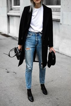 Classic black coat you need to own black sock boots zara, minimal outfit, classic black coat Minimal Outfit, Minimal Fashion, Black Chelsea Boots Outfit, Black Coat Outfit, Black Sock Boots, Sock Boots Outfit, Winter Boots Outfits, All Black Outfits For Women, Mantel Outfit