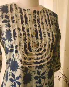 Pretty lace yoke detail Summer kurta in pure cotton by Label Kanupriya Neck Designs For Suits, Neckline Designs, Dress Neck Designs, Sleeve Designs, Blouse Designs, Stylish Dress Designs, Sleeves Designs For Dresses, Pakistani Dresses Casual, Pakistani Dress Design
