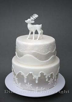 I love this for a Winter wedding---just replace the deer with a Bride and Groom! Love the satin-looking fondant. -c