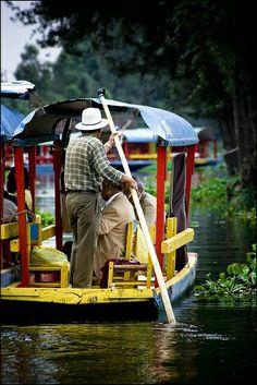 Trajineras de Xochimilco en la ciudad de México....